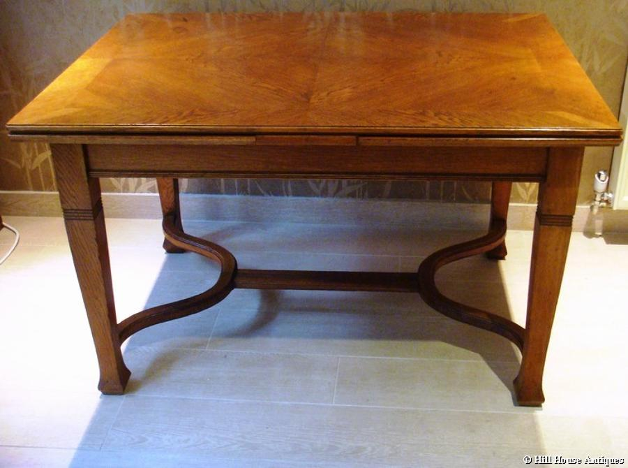 Arts & Crafts extending oak dining table