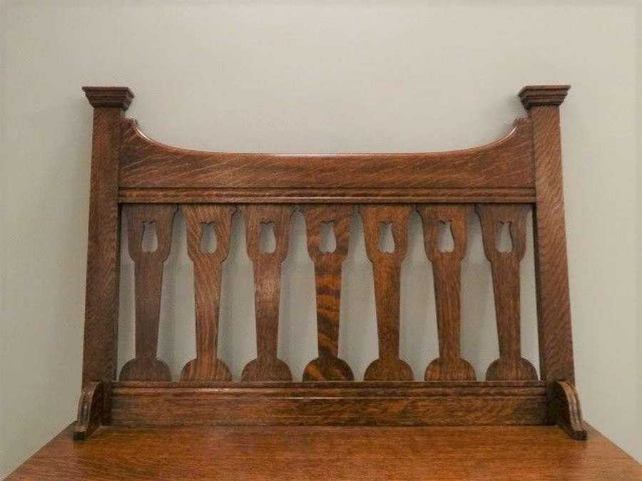 Shapland & Petter Arts & Crafts small oak hall settle bench